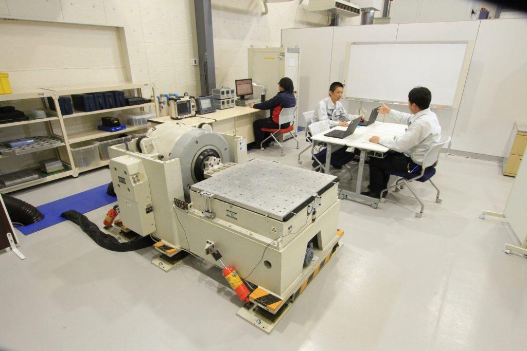 スタンダードタイプ振動試験装置 型式:i230型